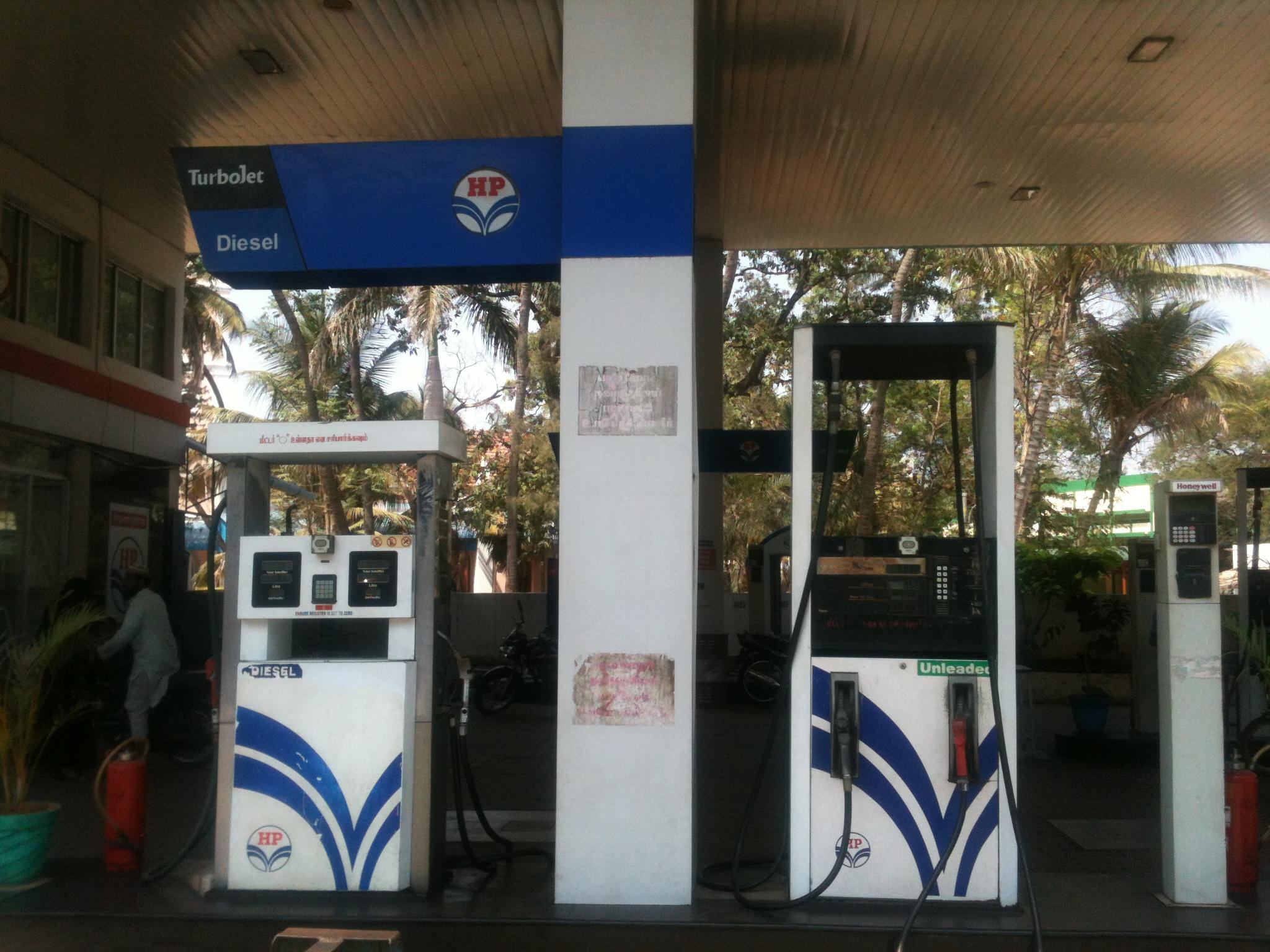 Hindustan_Petroleum_Fuel_Pump-1