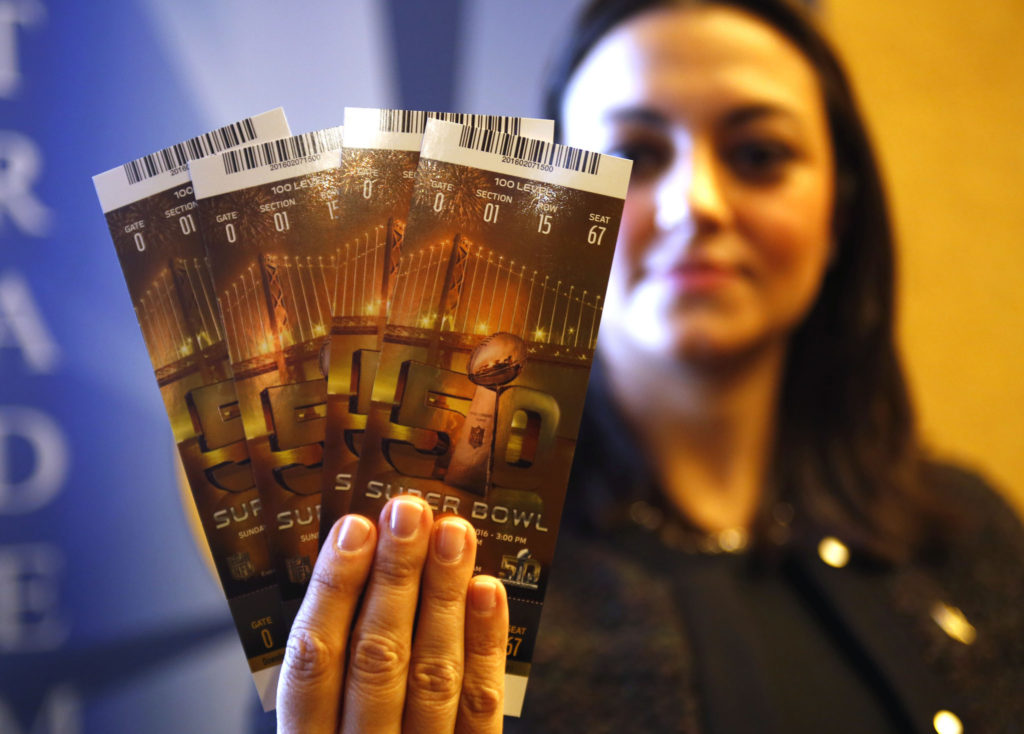 Wondering what will make for the Best gifts for the sports lover in 2017? How about Super Bowl tickets?