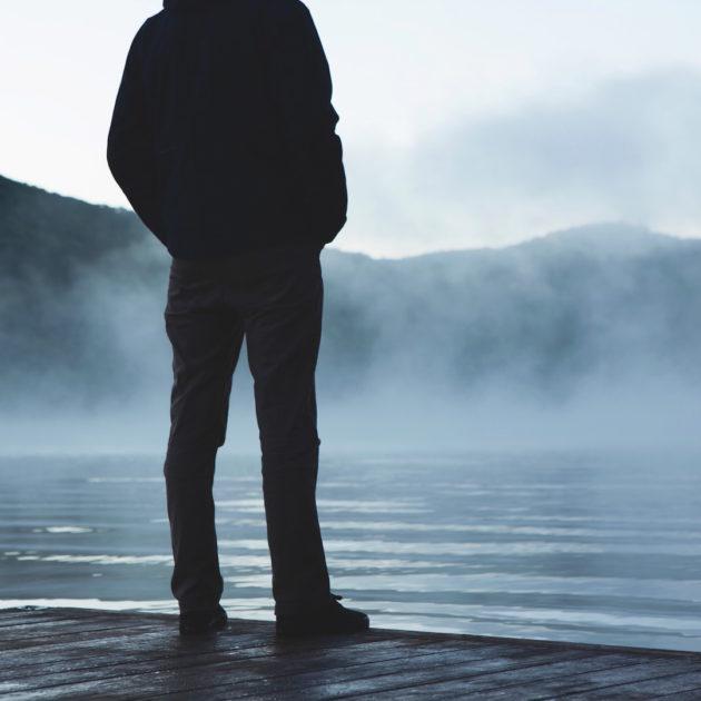Fog_surrounding_standing_man
